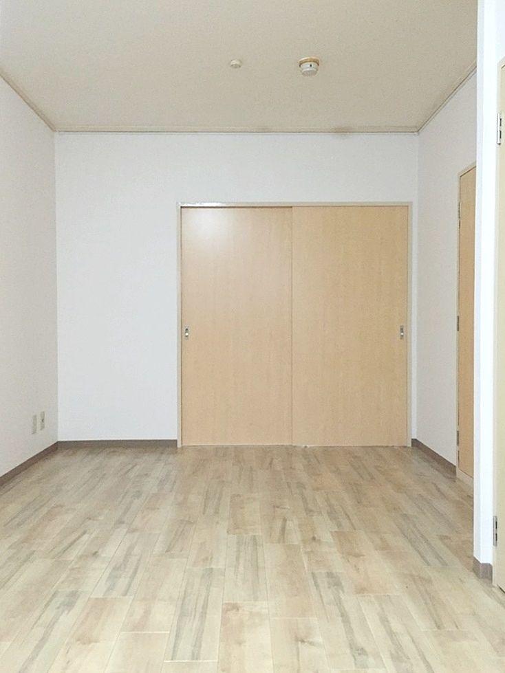 第1江原青木ハイム105号室のリビングです。和室の2Kを1LDKにリノヴェーションしました。