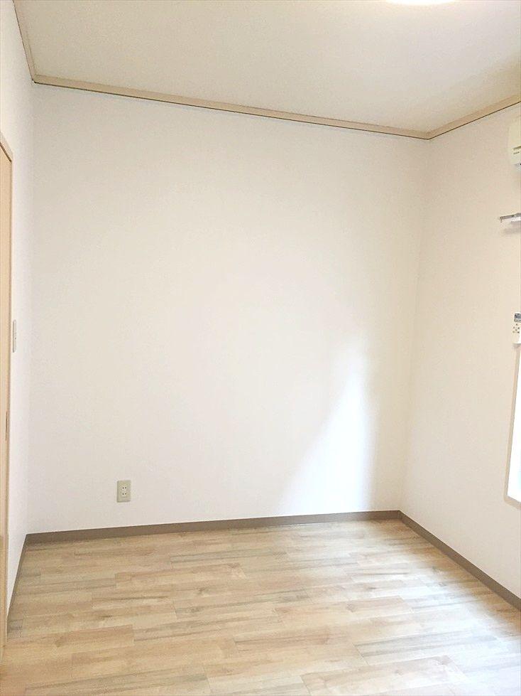 第1江原青木ハイムの洋室6.5帖です。和室を洋室に変更しました。
