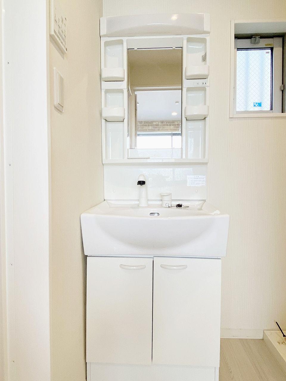 豊島区千早の賃貸マンション オーレ池袋西102号室 脱衣所に独立洗面台あります