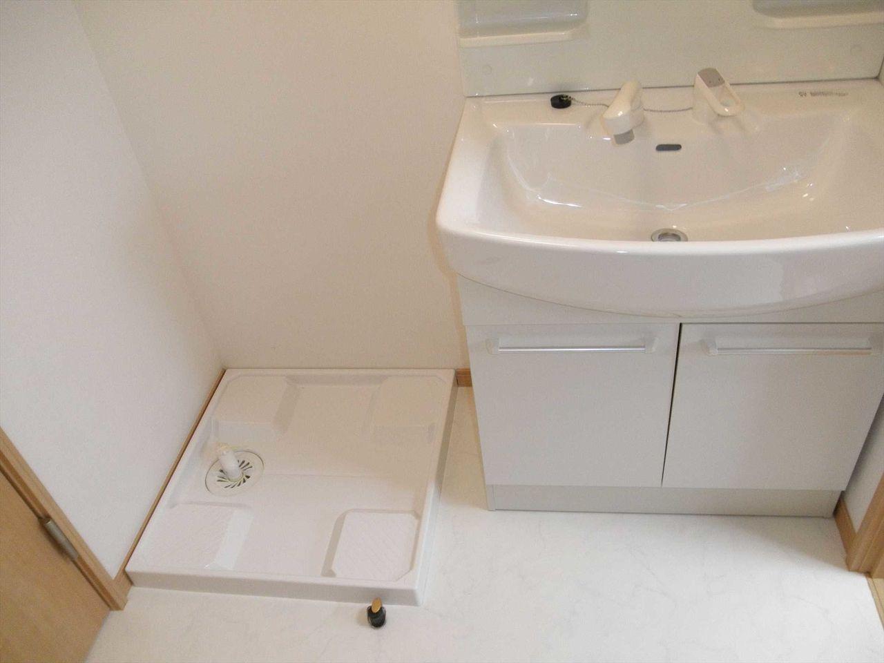 脱衣所に洗濯機置き場あります