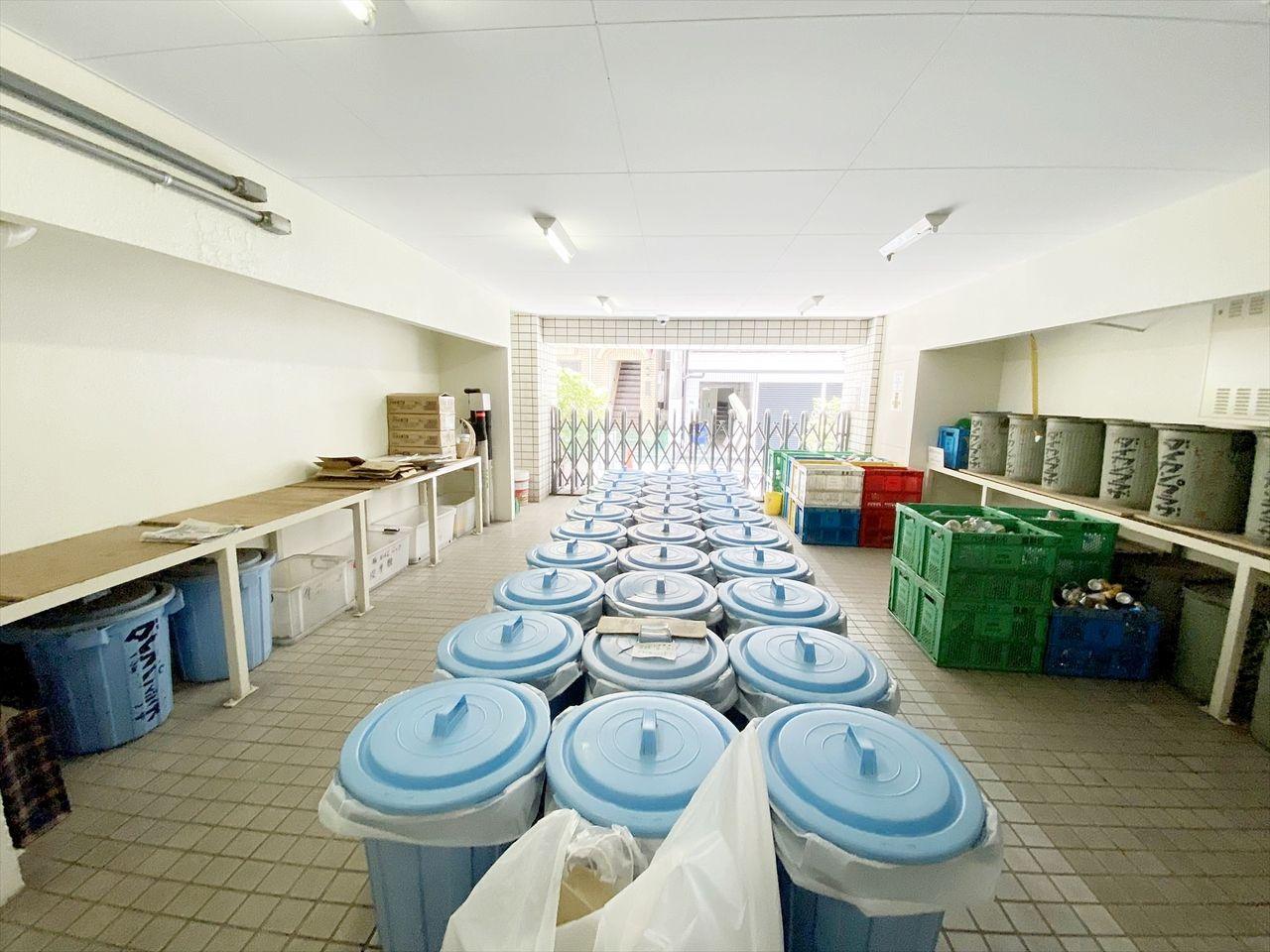 池袋の分譲賃貸マンション 池袋ダイカンプラザのゴミ置き場は広いです。24時間ゴミ出し可能は忙しいお勤めの方には便利です