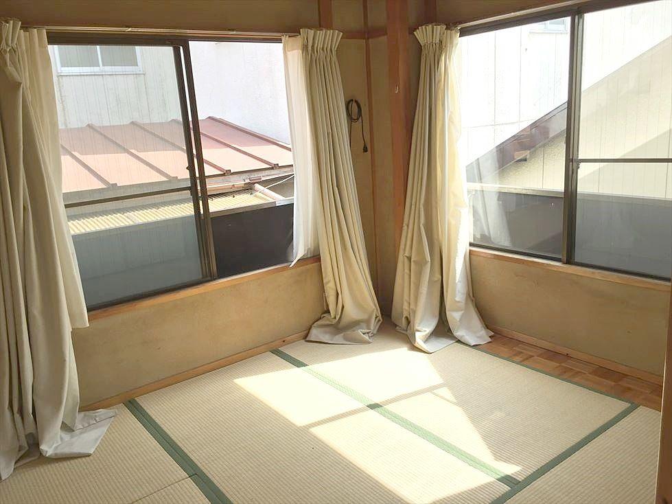 池袋の賃貸マンション サンコーポⅠ302号室 和室5.5帖は角部屋で明るいお部屋