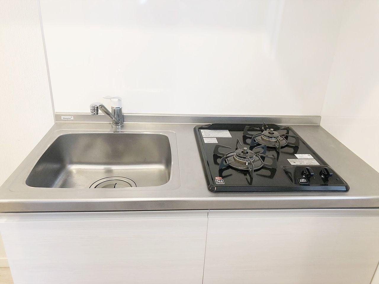 オーレ池袋西 キッチンはガスコンロ2口設置済みで料理もらくらくです