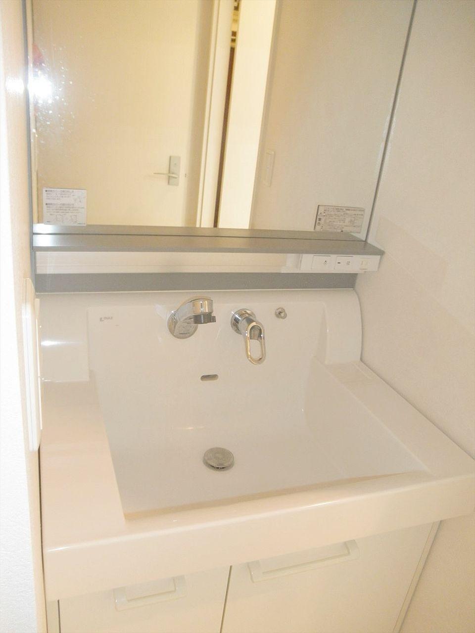 アゼリア青新ビル903号室は脱衣所に独立洗面台あります