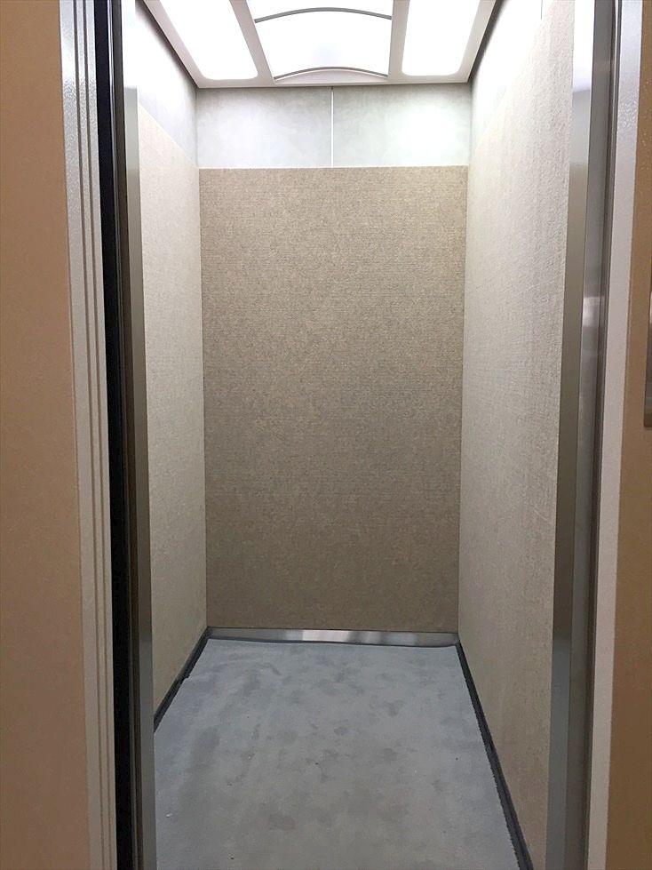 クレインヴィレッジのエレベーター 綺麗にリフォームされています