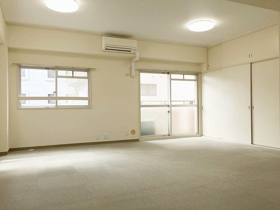 18帖のワンルームです。アゼリア青新ビル704号室は2DKをワンルームに変更しました。SOHOでご利用の方に人気です