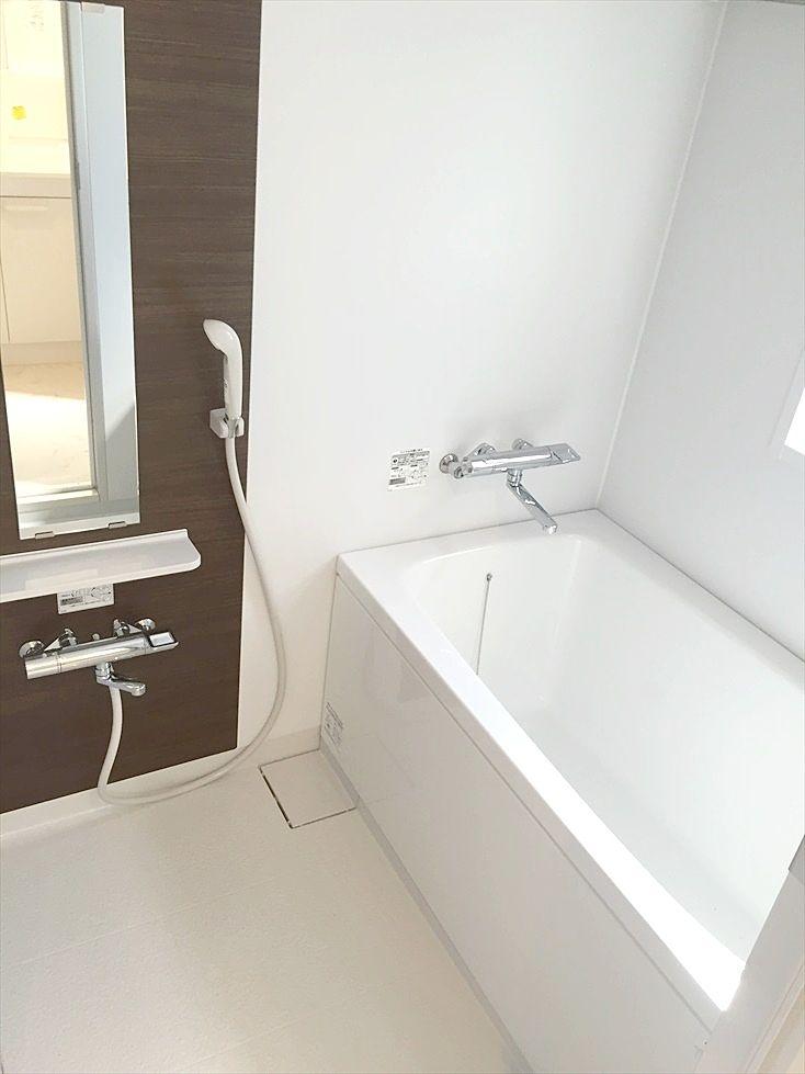 ラ・パーチェ池袋302号室のお風呂は窓があり湿気がこもりません