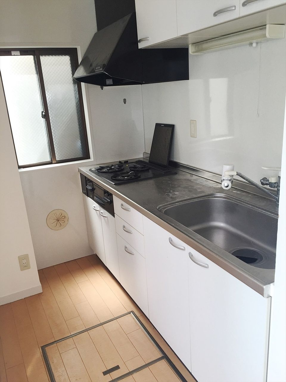 J818ビル4階のキッチンです ガスコンロ設置済み