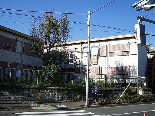 新江古田駅徒歩3分 第1江原青木ハイムです。築は古いですがセキスイハイム施工でしっかりとした建物です