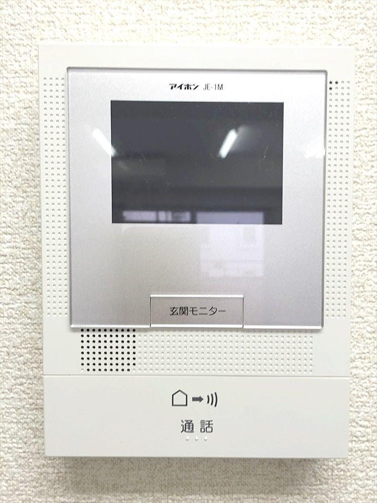 アゼリア青新ビル505号室はモニター付きインターホンを設置済みです。