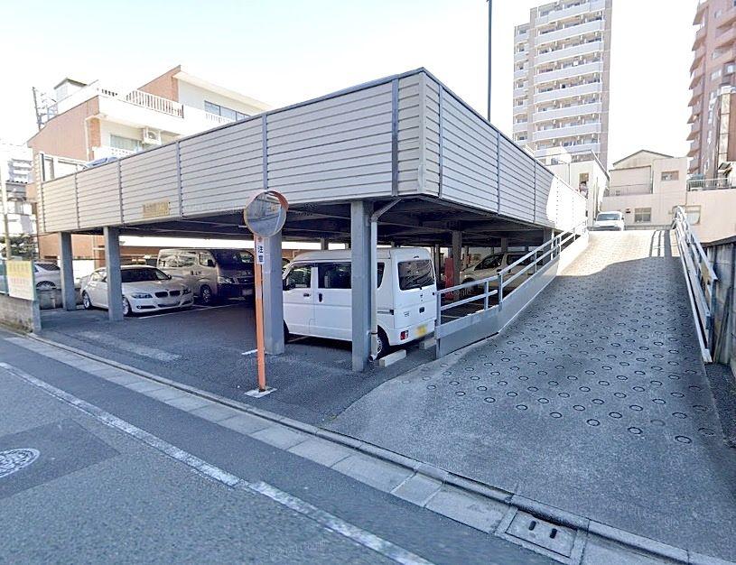 池袋の貸駐車場です。平置き舗装の2階建てです。空き予定の内に次の方が決まることも多い人気の物件です