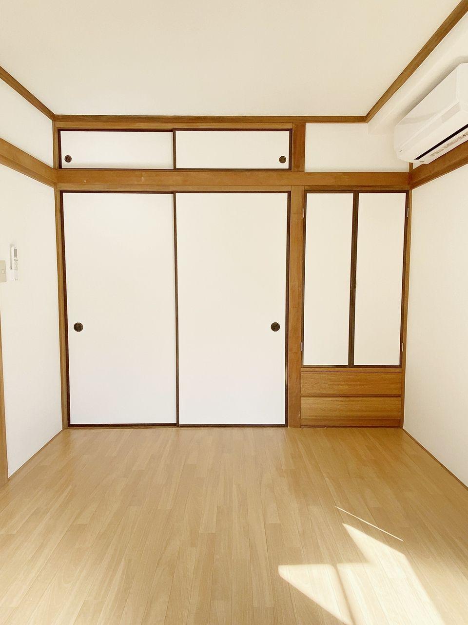 成田ハイツ202号室の洋室7帖 大きな窓から光の差す明るいお部屋です