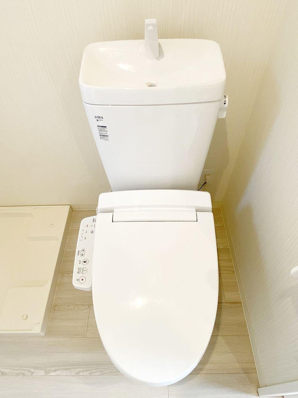 豊島区千早の賃貸マンション オーレ池袋西 脱衣所にトイレあります。ウォシュレットです