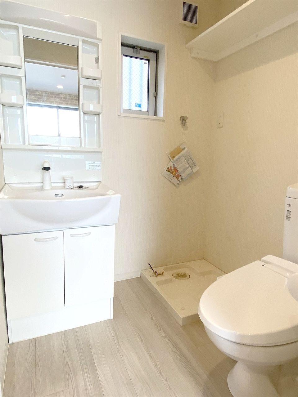 豊島区千早の賃貸マンション オーレ池袋西 脱衣所に洗面台・トイレ・洗濯機置き場がコンパクトにまとまっています