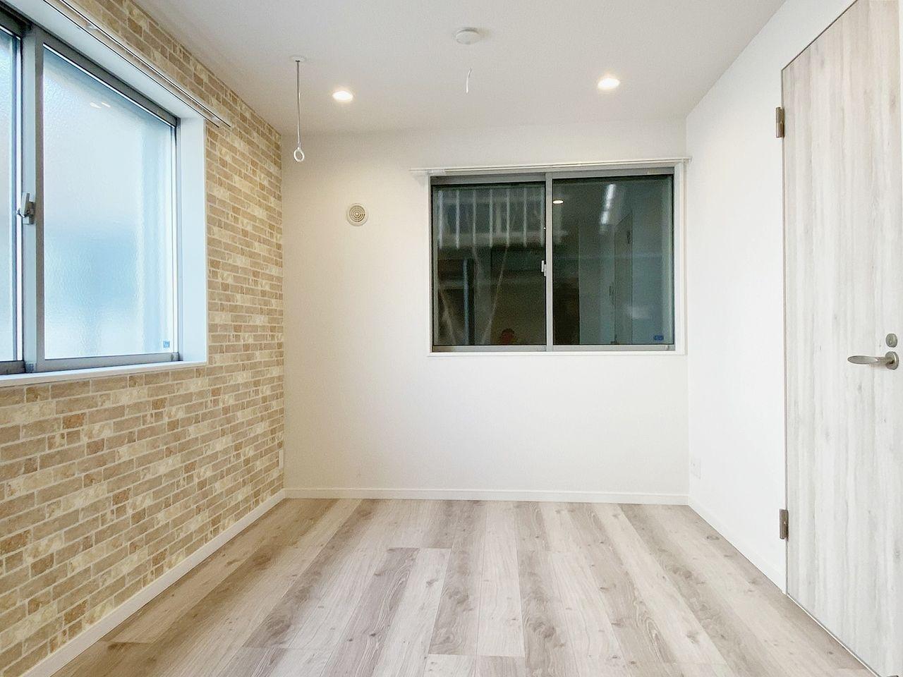 豊島区千早の賃貸マンション オーレ池袋西の室内です アクセントクロスが目を引くステキな内装です