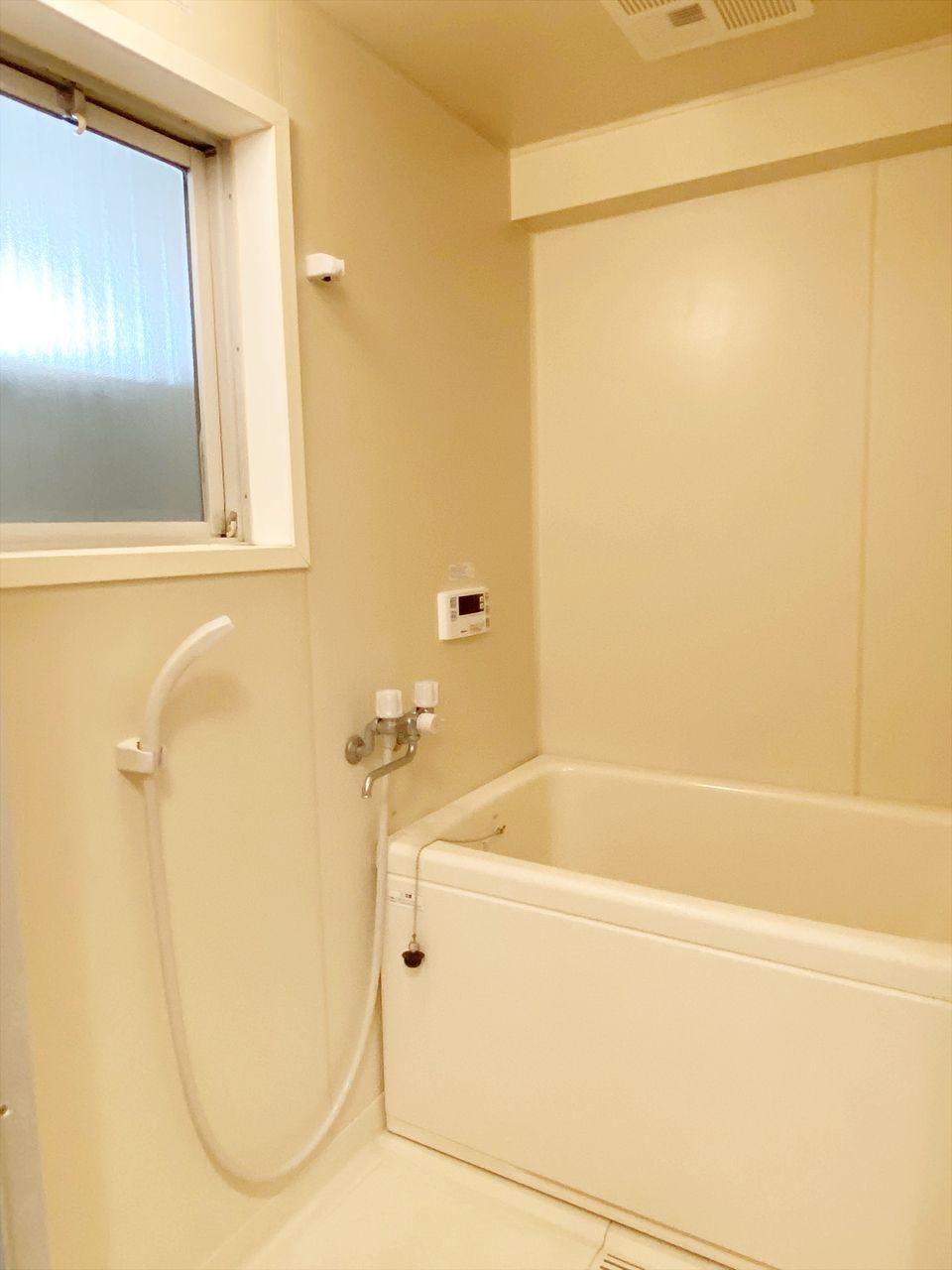 ベルパークはバス・トイレ別です。お風呂に窓があるので湿気がこもりません