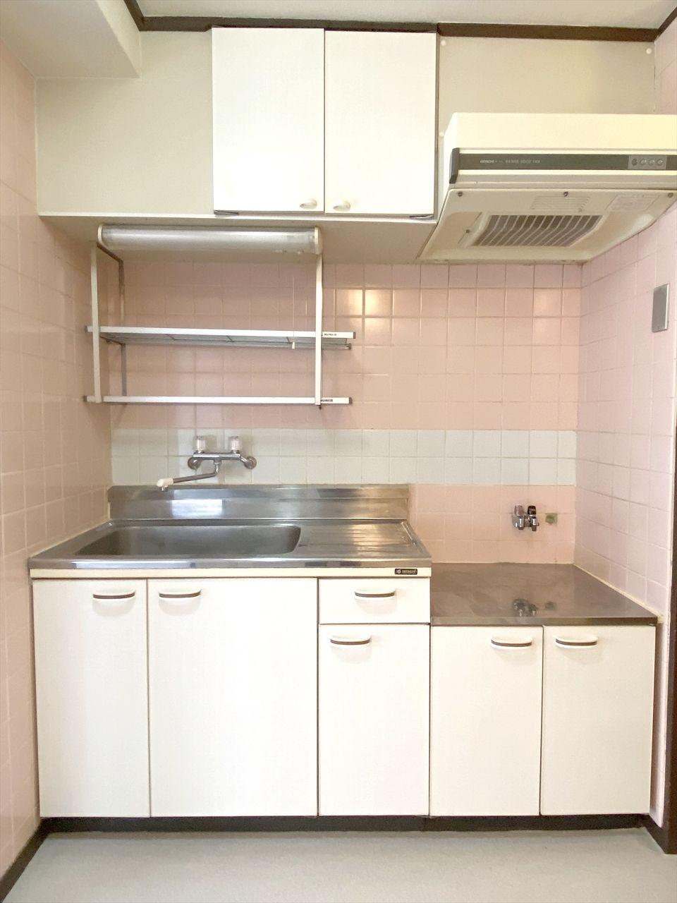 ベルパークのキッチン ガスコンロ2口設置可能 まな板を置くスペースもあります