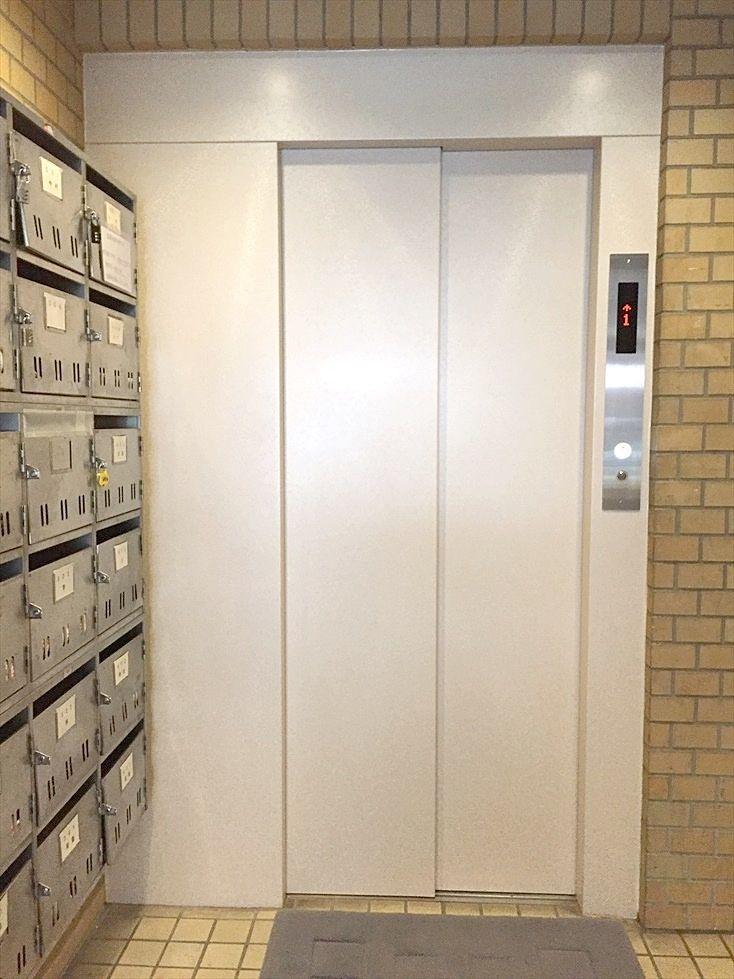 エレベーターは綺麗にリフォームされています