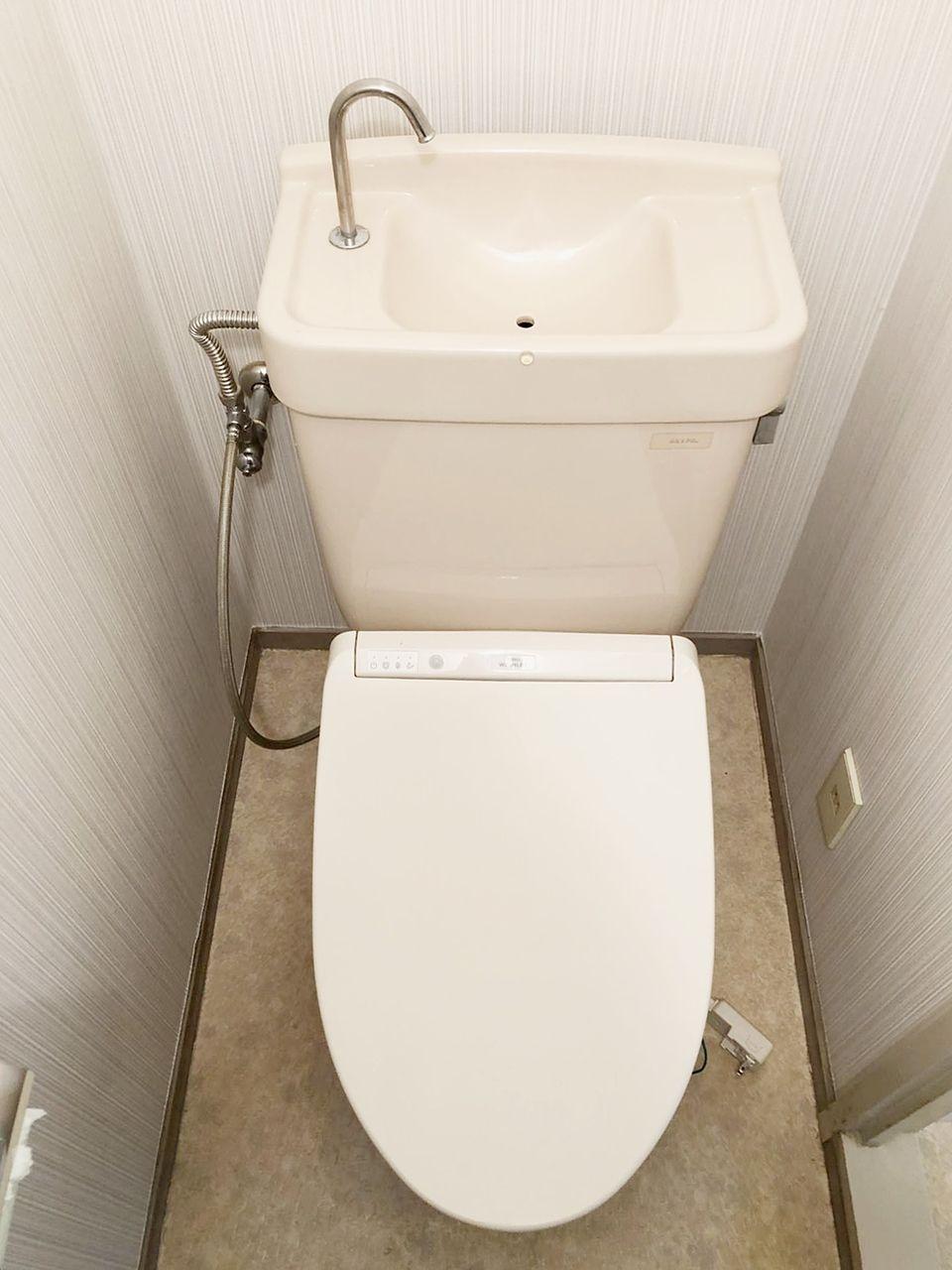 バス・トイレ別のトイレです。ウオシュレット設置可能なコンセントあります。クレインヴィレッジ