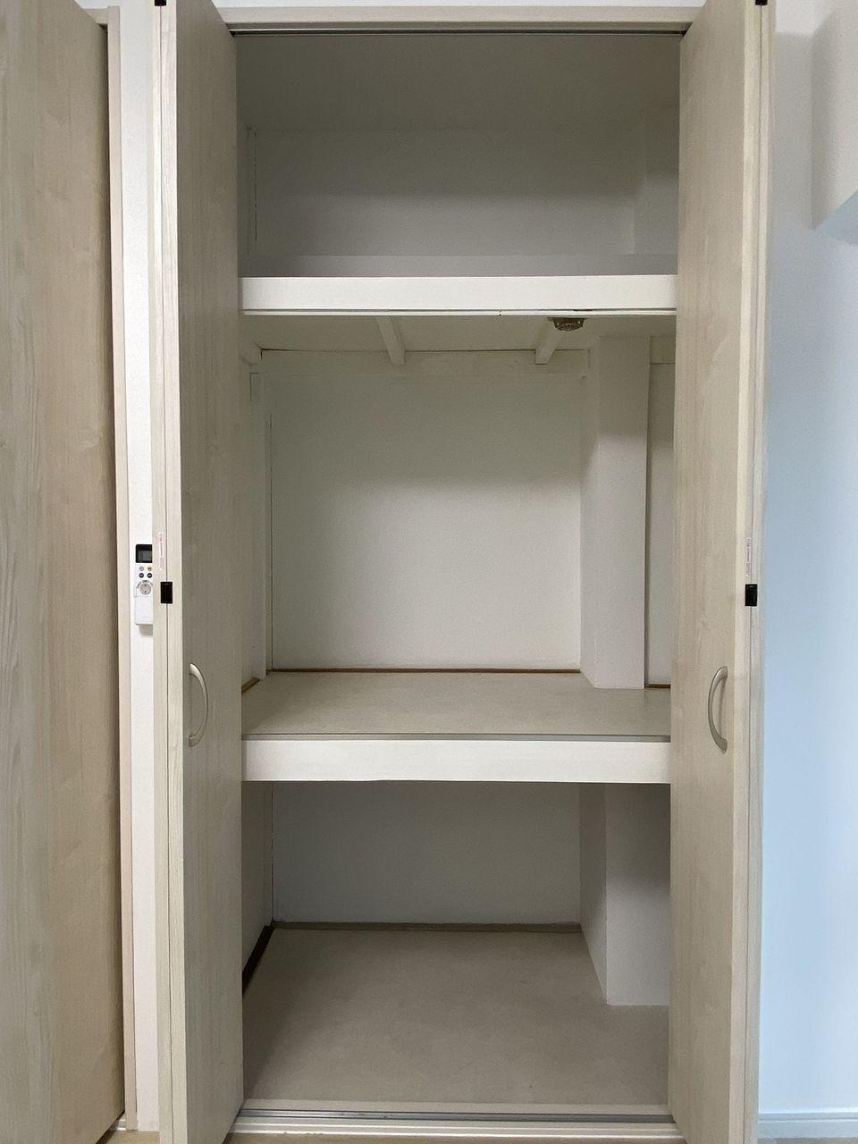 ハセガワハイツは収納が多いです。クローゼットと押入の2つがあり物がたっぷり入り部屋を広く使えます