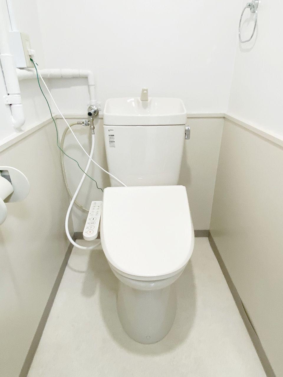 ハセガワハイツはバス・トイレ別です。。トイレにウオシュレットを新規に設置しました