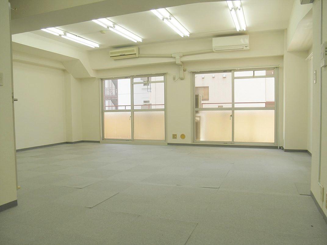 池袋の貸事務所 アゼリア青新ビル マンションタイプで賃料抑えめの物件です
