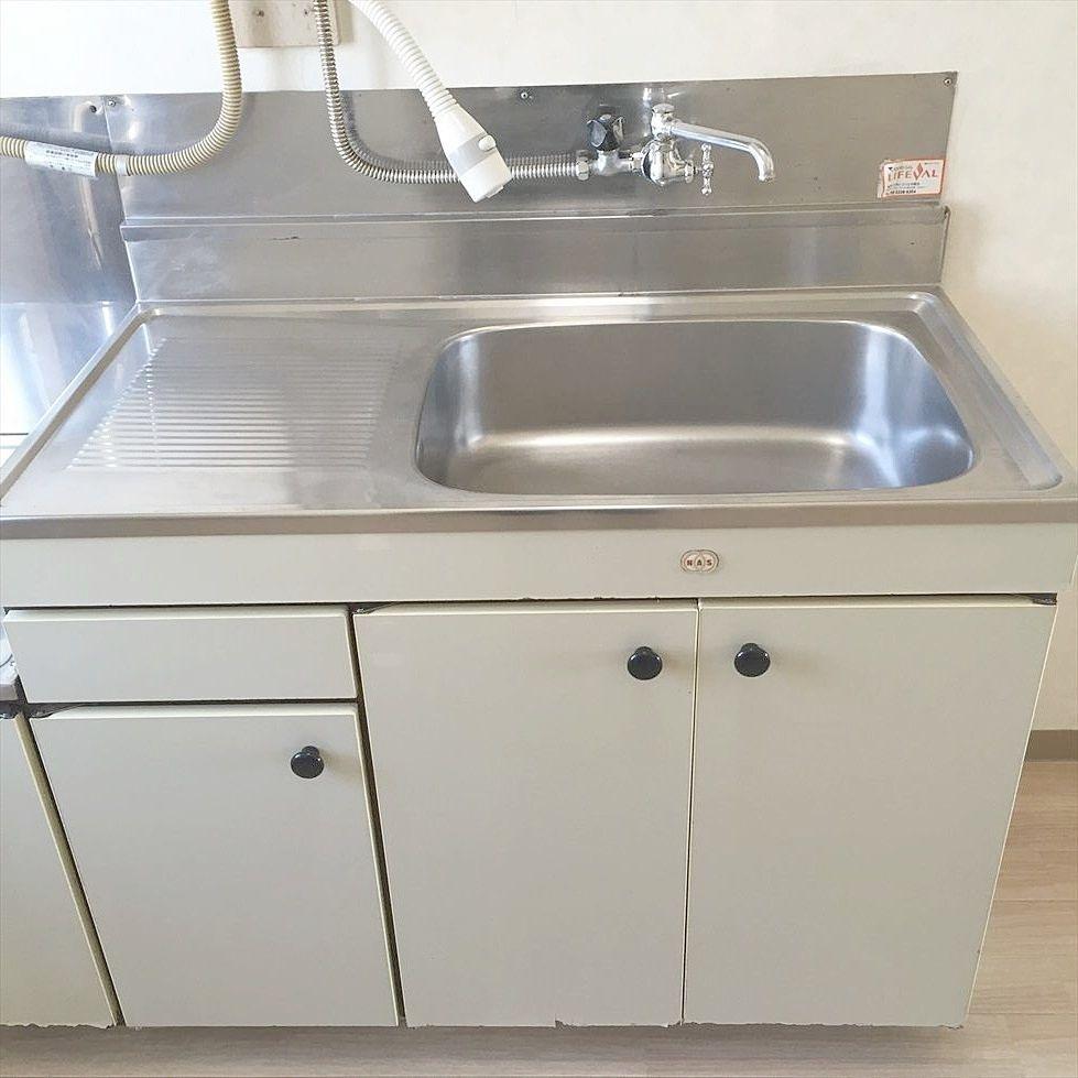 第2江原青木ハイム キッチンのシンクは広く まな板を置くスペースもあります