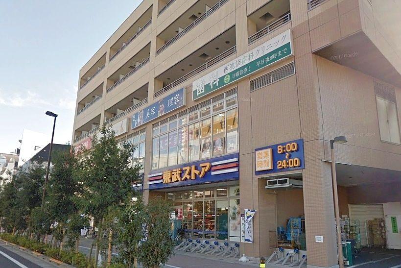広くて品揃え良い東武ストア 2階には床屋さんやマッサージ店
