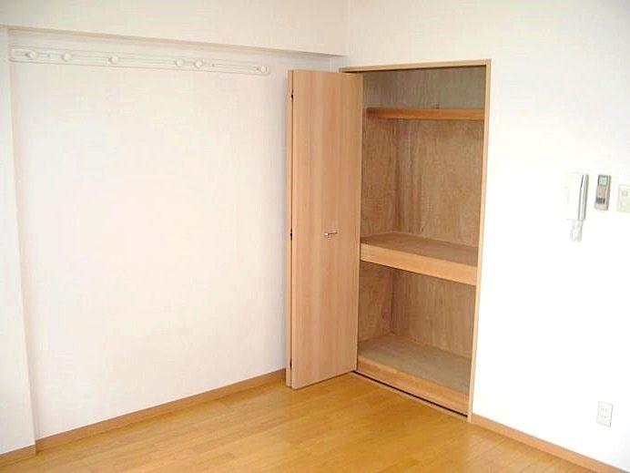 収納たっぷり 部屋を広く使えます