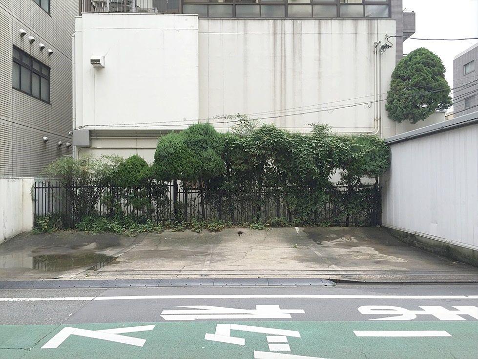池袋の貸駐車場です。舗装・平置きでハイエース・アルファードも駐車可能