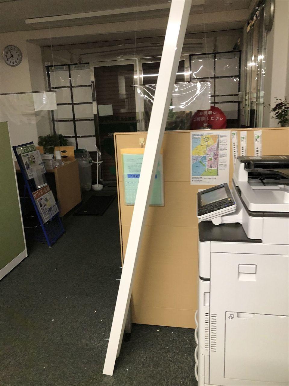 朝、会社に行ったら照明器具が落っこちていました。大丈夫かLED