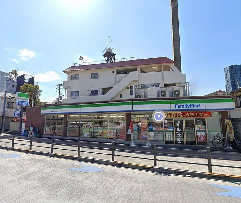 パークアゼリアの目の前にあるファミリーマート池袋3丁目店 新しくてキレイなお店です