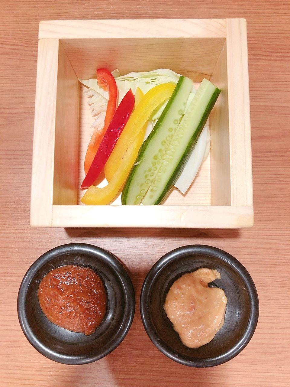 煮込串屋 あんどさんのお通しは生野菜