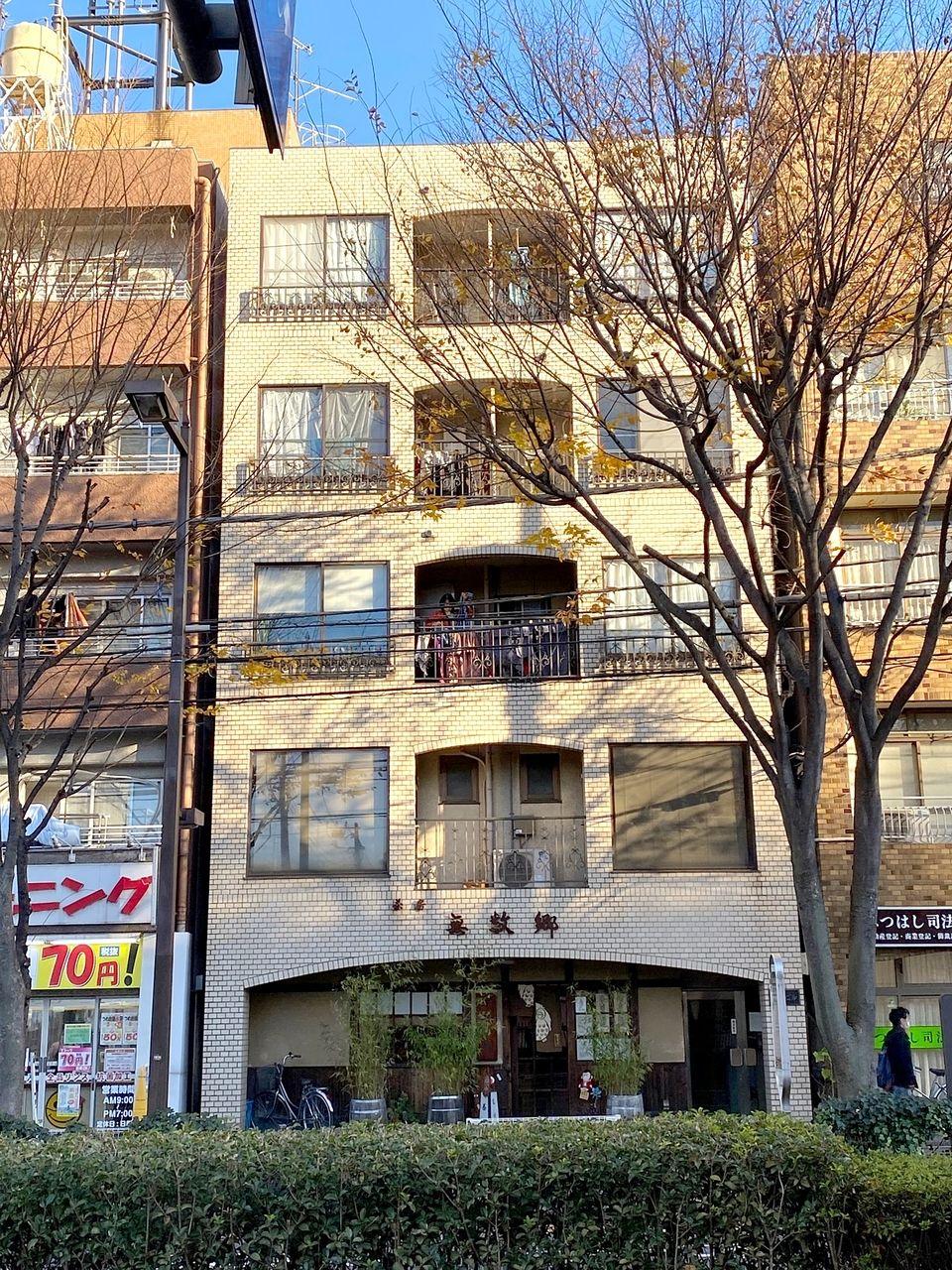 池袋駅徒歩12分と通勤通学に便利な賃貸マンション 渡辺ビル4-A号室です。窓の大きな明るいお部屋です。敷金0礼金0で初期費用抑え目!外国籍の方等ご入居相談可能です