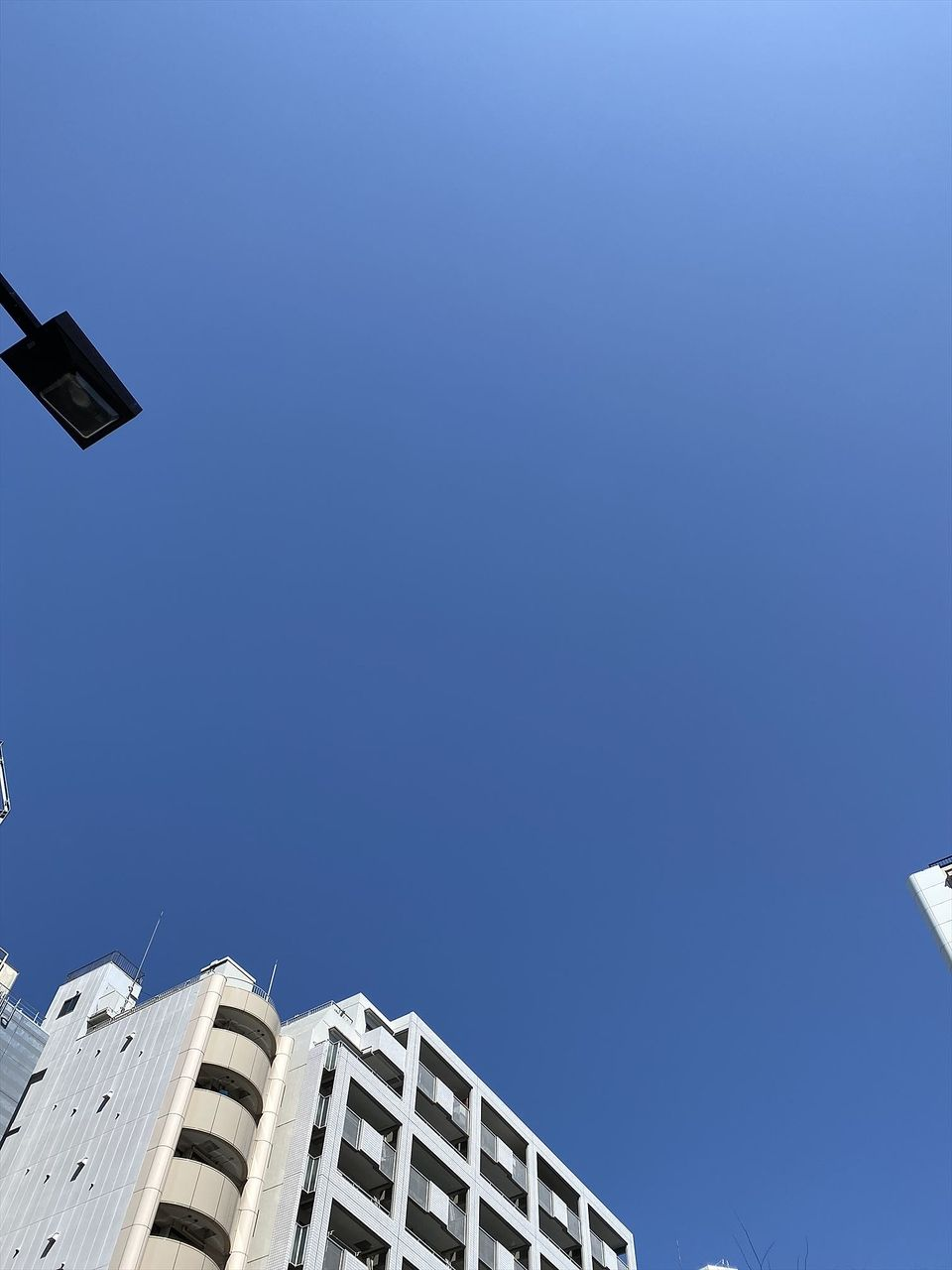 雨上がりに広がる青い空