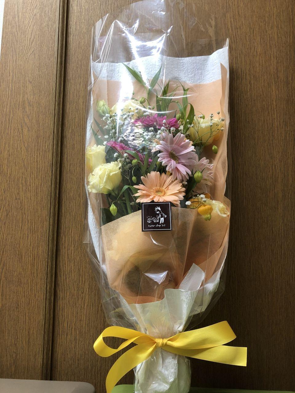 母の誕生日のお祝いに花を贈りました