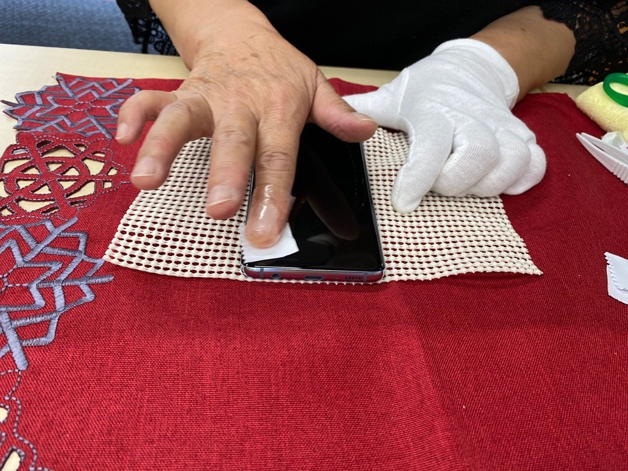 有限会社青木商事のあるアゼリア青新ビル8階のアラジン株式会社さんに携帯電話に特殊塗装ハイパーラップをして頂きました。抗菌機能がありコロナ時代にマッチ